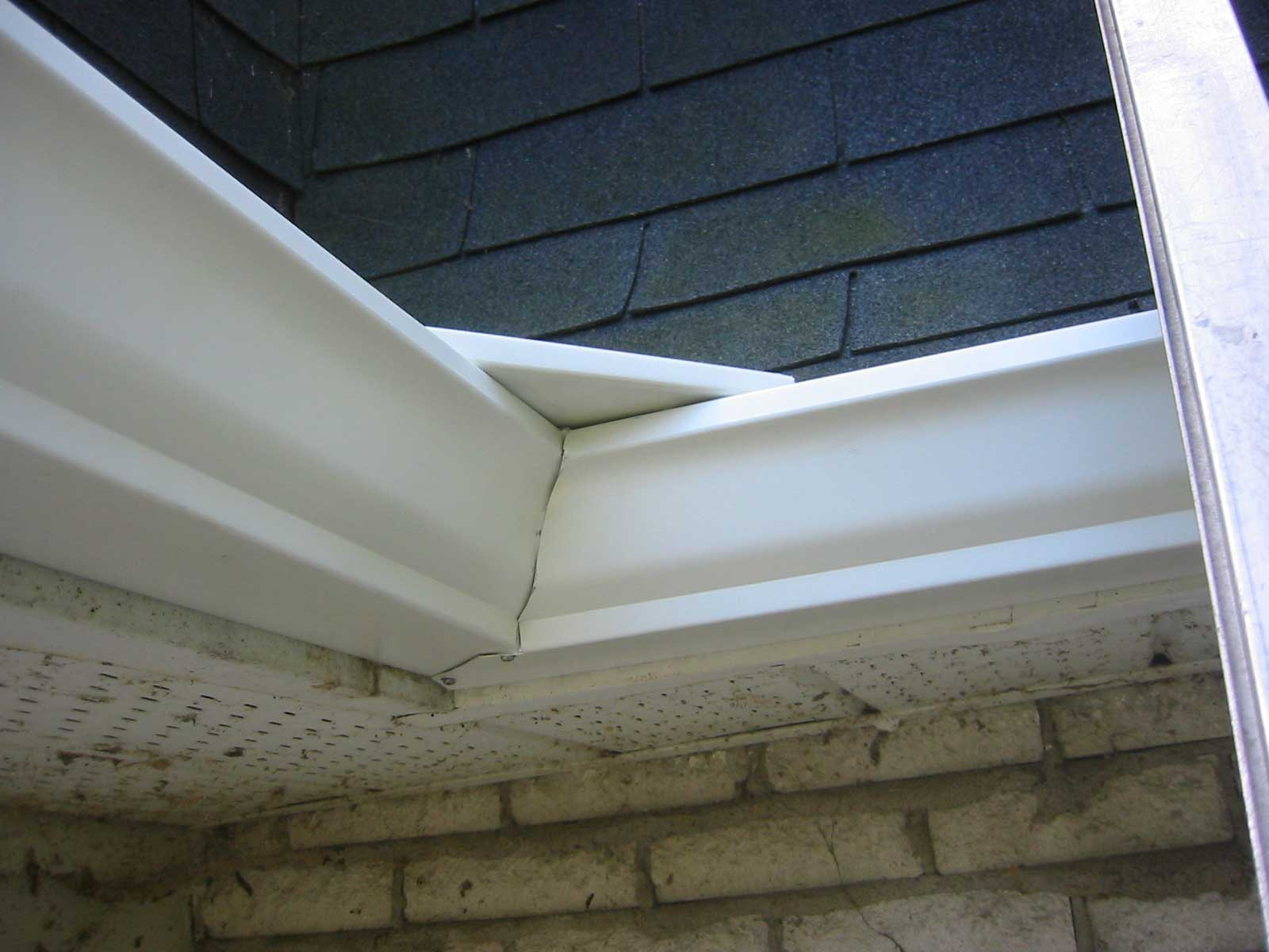 Interior gutter with protection